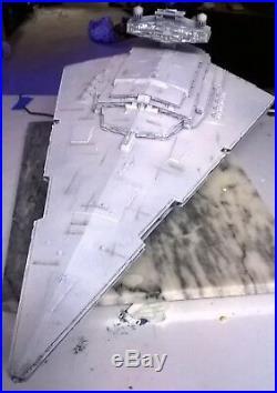 1/2700 Large Star Destroyer model with led lighting / Flickering engine led's