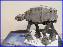Bandai Star Wars AT-AT 1/144 Model Kit zusammengebaut & bemalt